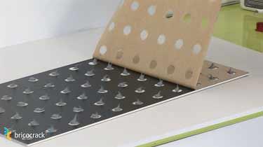 3. Instalar placas de vinilo para paredes