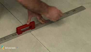 Instalar losetas de vinilo en suelos 3