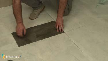 Instalar losetas de vinilo en suelos 4