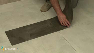 Instalar losetas de vinilo en suelos 5