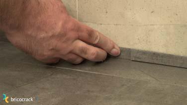 Instalar un suelo de losetas de vinilo bricocrack for Losetas vinilicas suelo