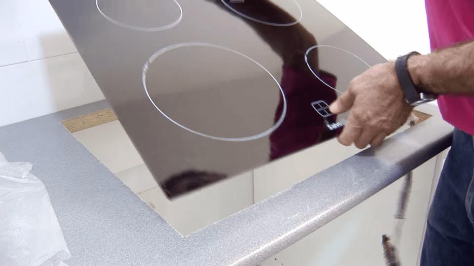 Instalar-placa-cocina-y-horno_6_BricocrackTV-