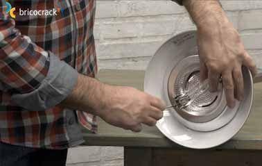 Cambiar el halógeno por LED en una lámpara de pie