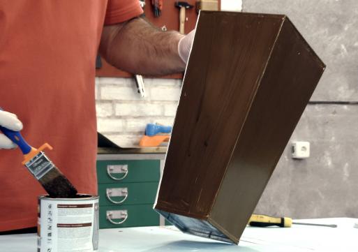Cómo utilizar la pintura efecto madera