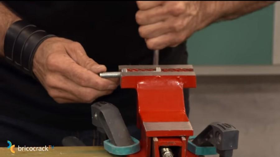 cortar y reparar varilla roscada _ sujetar banco