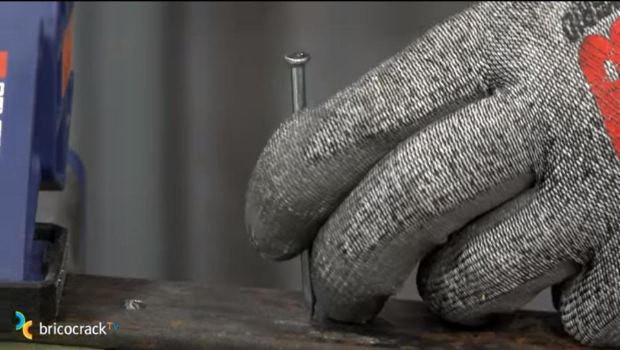taladrar metal_marcar con granete_bricocrack