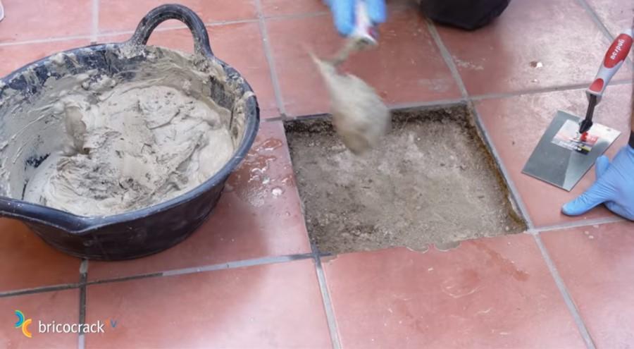 baldosa rota jardín _ poner mortero