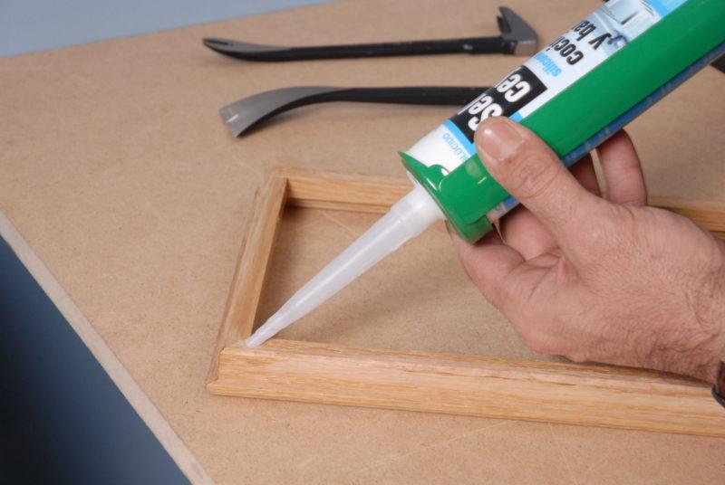 sustituir cristal _ aplicar silicona moldura